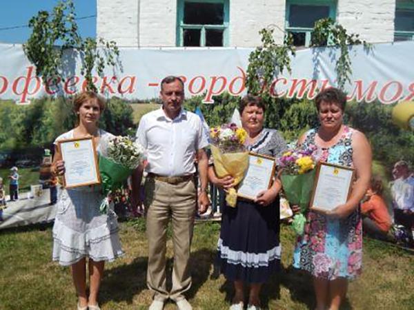 Поздравления в стихах на 8 марта, тосты за дам, фото цветов